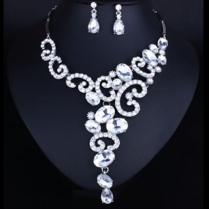 Fashion Crystal Necklace Set With Oval Diamonds