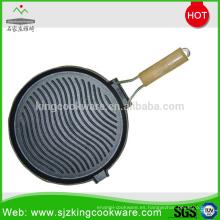 Sartén plana de hierro fundido con aceite vegetal y perillas extraíbles