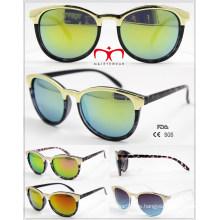 Gafas de sol de plástico de venta de moda y caliente con decoración de metal (WSP601534)