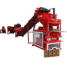 Machine pour la fabrication de blocs de terre compressés avec des matières premières bon marché