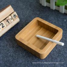 Cenicero de bambú para la protección del medio ambiente.
