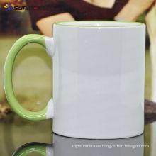 Sublimación 11oz llanta y manejar la taza de cerámica de color hecho en China a bajo precio al por mayor