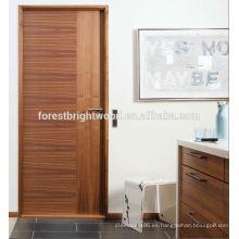 Puerta interior al ras del panel de chapa de madera