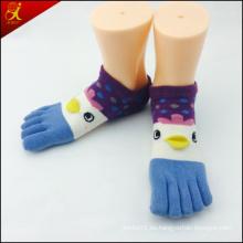 Calcetines del dedo del pie de dibujos animados con insignia de encargo