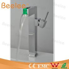 Wasserdruck-LED-Becken-Hahn-Wasser-Hahn mit einzelnem Griff Qh0616f