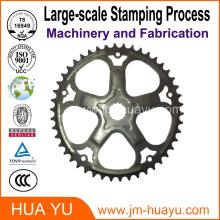 Proceso de estampado grande de metal con forma de precisión