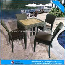 Conjunto de mesa de chá mobiliário ao ar livre e cadeira de vime