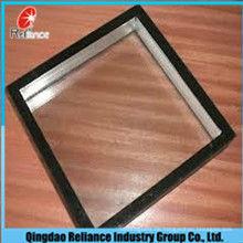 Isoliertes Glas-getöntes Glas isoliert