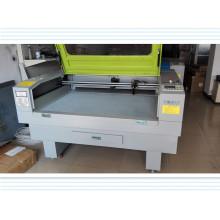 Máquina popular de bordado e corte a laser para tecido / cortina / tecido