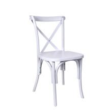 Cadeira em plástico com cruz de cor branca