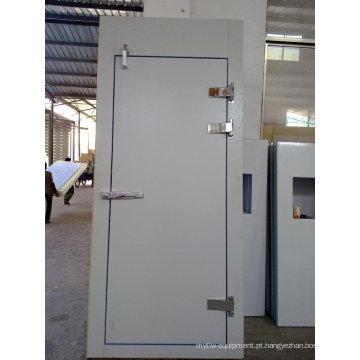 Porta de balanço isolada para sala fria