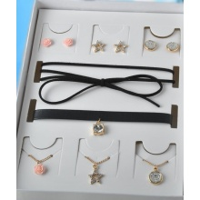 a Set of Earring and Choker Necklace for Fashion Lady