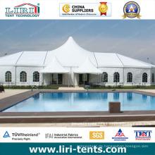 Weißes Spitzendach-Zelt im Freien für Partei in einem Famouse Europa-Hotel