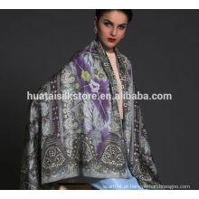 Xaile de seda de design delicado para senhora