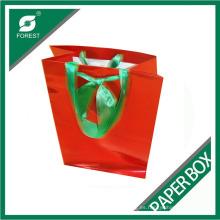 Bolsa de papel roja elegante con mango