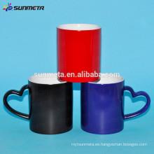 Fábrica Tazas de cambio de color de transferencia de calor al por mayor, tazas con forma de corazón de la manija