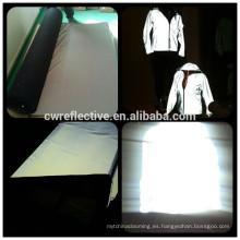 costura de alta intensidad en resplandor en la tela elástica reflexiva oscura del paño grueso y suave para la ropa