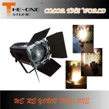 手動ズーム付き15〜50度LEDステージ装置