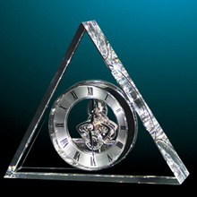 Silver Hands Triangle Table Clock in Crystal From Factory