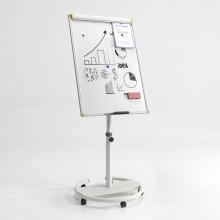 Cavalete móvel de flip-chart de quadro branco no escritório
