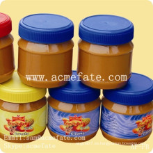 En lata en jarras de mantequilla de maní china