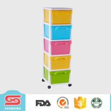 cajones de ropa de plástico coloridos más prácticos de la familia con la rueda