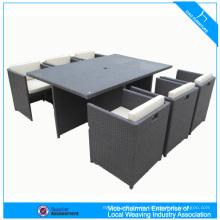 Tisch und Stuhl Cebu-Rattanmöbel im Freien