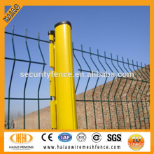 China supplier super quality galvanized & color coated plastic coated wire fencing