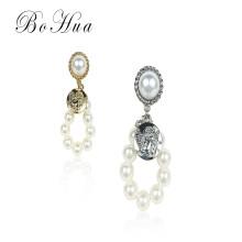 Pendientes redondos de perlas grises blancas de nueva moda Pendientes de perlas de dama
