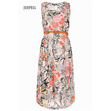Blumiges Kleid mit hohem niedrigen Saum