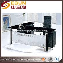 Офисный стол со стеклянной крышей