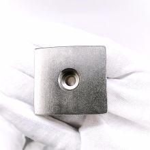 Мощный неодимовый магнит с потайной головкой прямоугольной формы 40х20мм