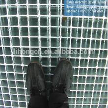 Grade metálica, pavimento metálico, calçada metálica, pavimento metálico