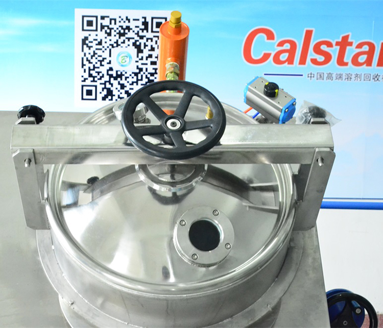 Solvent recovery machine for sports equipment