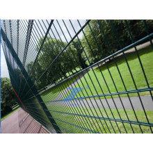 Близнец PVC покрыл провод забор