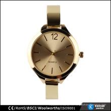 Reloj de oro de lujo resistente al agua de las mujeres, reloj de señora con la pulsera del encanto