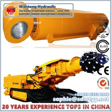 Cilindro hidráulico usado como parte del equipo de perforación de túneles