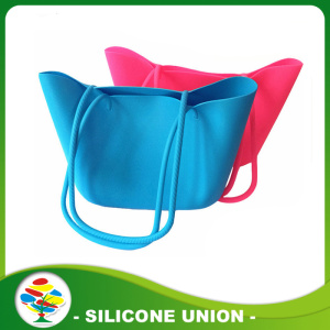 Convinient foldable silicone rubber beach bag