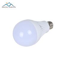 La venta caliente llevó el bulbo de lámpara plástico llevado e27 blanco caliente SMD2835 5W 7W 9W 12W