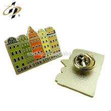 Atacado personalizado esmalte metal house design badge pins