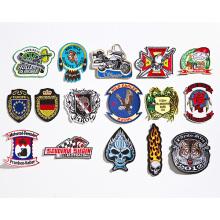 A02 Badges brodés avec bordure découpée