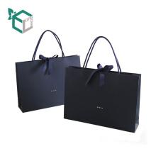 Bolsa de papel negra de lujo de los lemas de la publicidad de las compras
