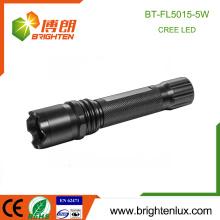 Fábrica de suministro de energía de alta potencia de enfoque de aluminio portátil 5w Cree led recargable de larga distancia con la luz de la antorcha 18650 batería
