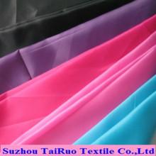 Taffetas en polyester coloré avec des actions