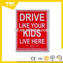 Conduisez comme vos enfants vivent ici Signe de cour, lent / enfants au jeu de rappel, 18x24 pouces