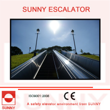 Escaleras mecánicas duraderas de panel de acero inoxidable con ranuras anti-labios, Sn-Es-D010