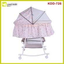 Cama de bebé confortável de metal