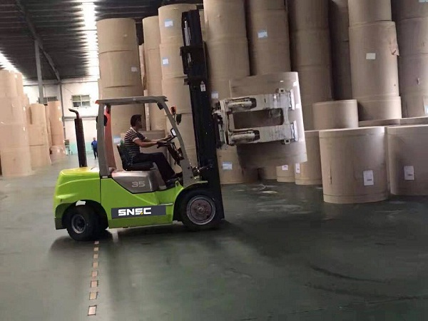 forklift with paper roll clamp