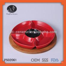 Rodada cerâmica prato definido com base de madeira