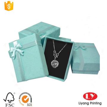 collar de joyas bonitas caja de cartón con cinta